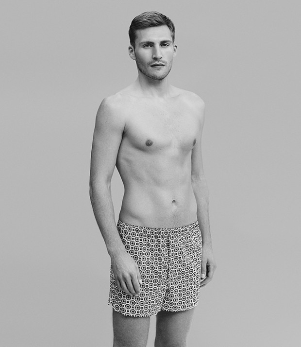 derek-rose-modern-fit-boxer-short-on-model